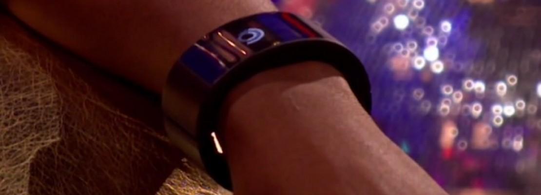 Ο Will.I.Am παρουσίασε το πρωτότυπο ενός smartwatch που θα κυκλοφορήσει τον Ιούλιο