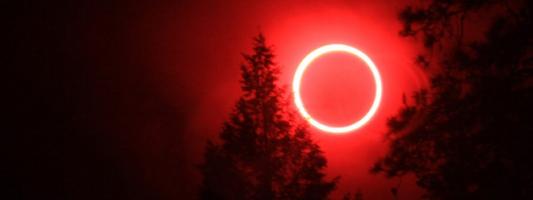 Ματωμένο φεγγάρι τη Μεγάλη Τρίτη: Ολική έκλειψη Σελήνης λίγες ημέρες πριν από το Πάσχα