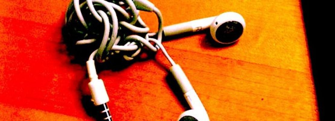 Ο επιστημονικός λόγος που το καλώδιο των ακουστικών είναι πάντα μπλεγμένο