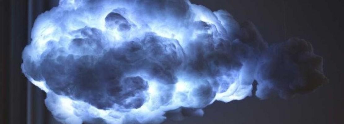 Φωτιστικό φέρνει την καταιγίδα σε ένα δωμάτιο [βίντεο]