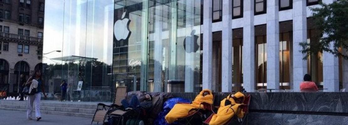 Κοιμούνται έξω από την Apple περιμένοντας να αγοράσουν το νέο iPhone 15 μέρες πριν κυκλοφορήσει