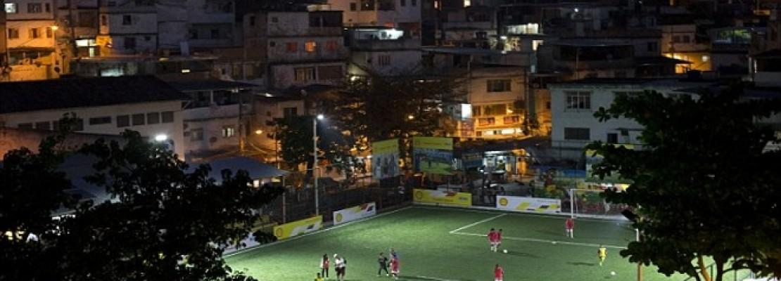 Γήπεδο στη Βραζιλία φωταγωγείται από την ενέργεια των παικτών