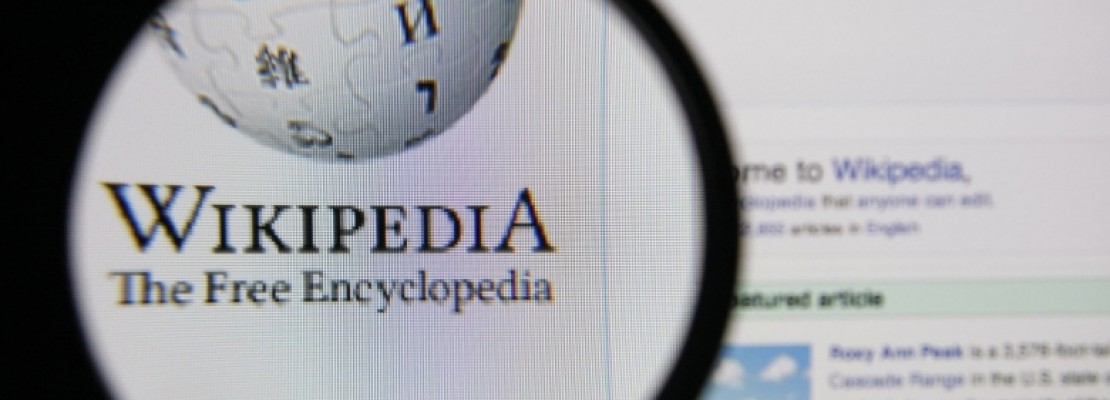 Ποιός αποφασίζει τι θα γράψει η Wikipedia;