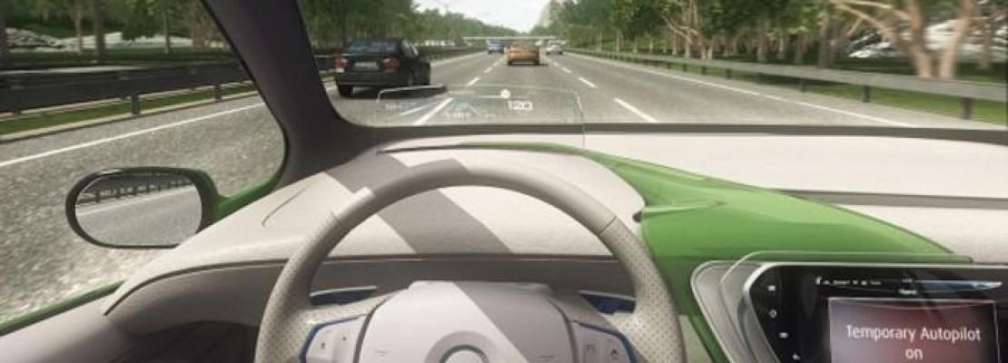 Οδηγώντας ένα αμάξι του μέλλοντος -Πηγαίνει στον αυτόματο, ο οδηγός απλά «ακουμπά» το τιμόνι