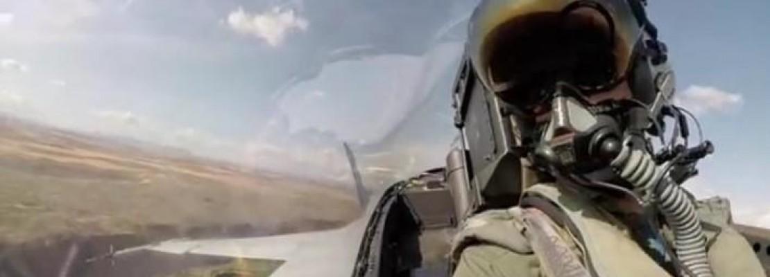 Ετσι είναι να πετάς με F-18: Η απίστευτη εμπειρία της πτήσης με ένα μαχητικό