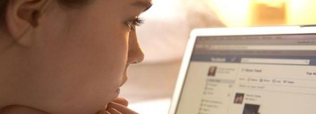 Το επιβεβαιώνουν και οι επιστήμονες: Το Facebook μπορεί να σε τρελάνει από ζήλια