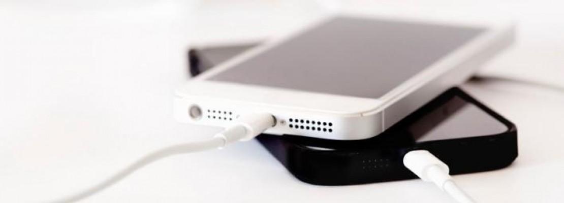 Τα τρία κόλπα για να φορτίσετε πιο γρήγορα το iPhone (VIDEO)