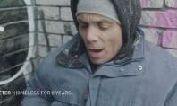 Η απάνθρωπη πλευρά του διαδικτύου: Αστεγοι διαβάζουν προσβλητικά tweets και ξεσπούν σε κλάματα (ΒΙΝΤΕΟ)