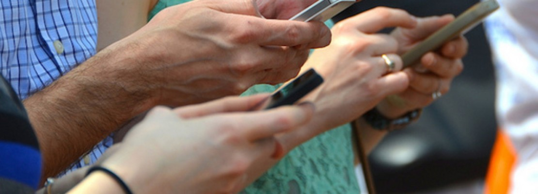 Εντείνεται ο εθισμός στα smartphones