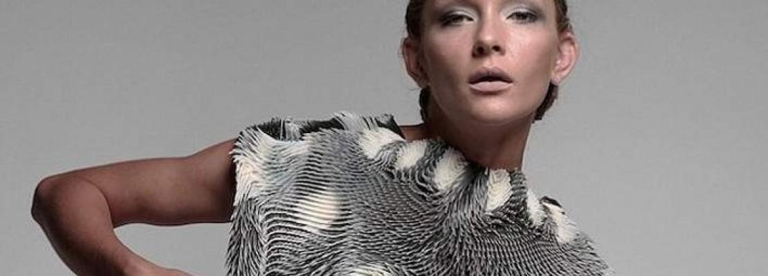 Αυτή η γυναικεία μπλούζα είναι κατασκευασμένη για να τραβάει το βλέμμα των ανδρών