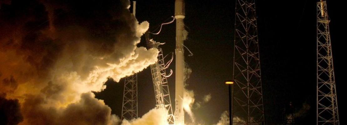 Space X : Ιστορική κάθετη προσγείωση του πυραύλου Falcon 9