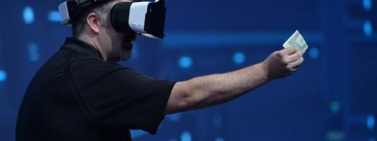 Συσκευή εικονικής πραγματικότητας: Πιάνεις με τα χέρια σου ψηφιακά αντικείμενα