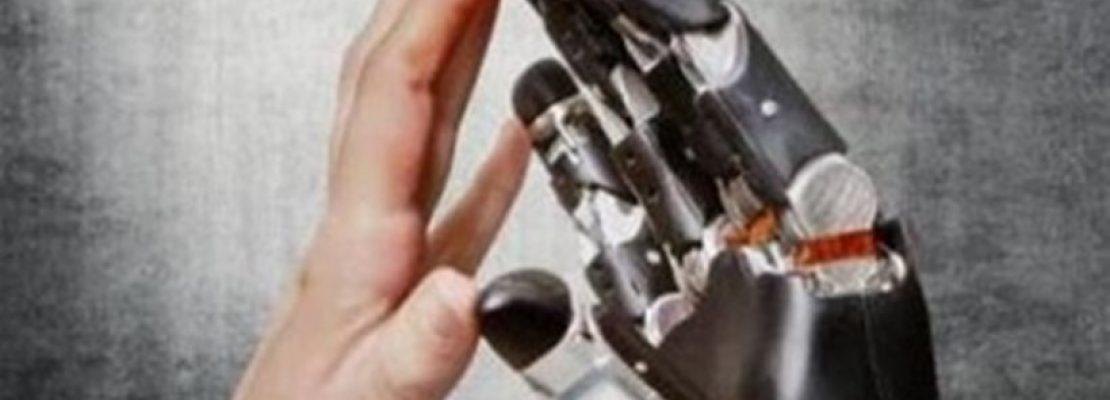 Ρομποτικό χέρι «έδωσε πίσω» την αίσθηση της αφής σε 28χρονο