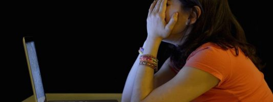 Στα social media, το Νοέμβριο κλαίμε και τον Απρίλιο αγχωνόμαστε…