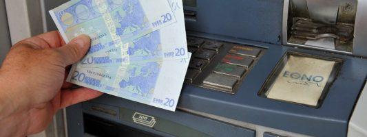 Χάκερς «τρελαίνουν» τα ATM και βγάζουν ανεξέλεγκτα λεφτά