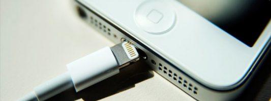 Καμπανάκι κινδύνου για φορτιστές-μαϊμού από την Apple