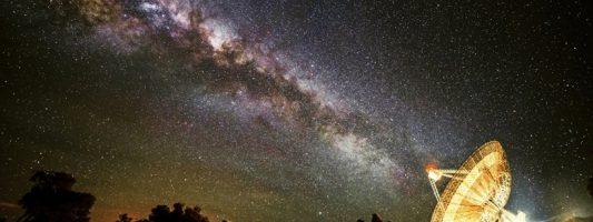 Επιστήμονες θα στείλουν μηνύματα προς εξωγήινους πολιτισμούς -Θα μας θεωρήσουν… βακτήρια, λέει ο Χόκινγκ