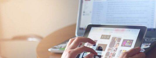 Σχεδόν κανείς δεν αγοράζει πλέον PC και laptop -Δουλεύουν με tablet και smartphone