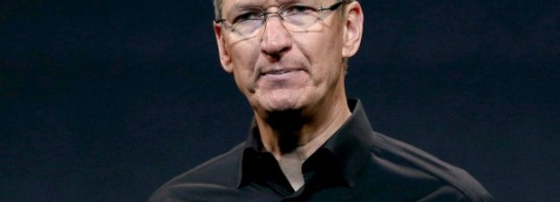 Apple: Για πρώτη φορά μείωσε τις απολαβές του Tim Cook