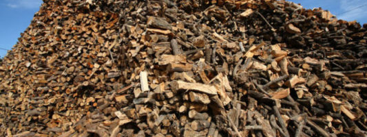 Νέα μέθοδος, με ελληνική συμμετοχή, μετατρέπει τα ξύλα σε βιοκαύσιμα και χημικά