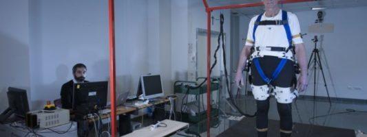 Ρομποτικός μηχανισμός βοηθά τους ηλικιωμένους να μην πέφτουν