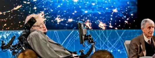 Στίβεν Χόκινγκ: Η ανθρωπότητα πρέπει να μεταναστεύσει σε άλλους πλανήτες μέσα στα επόμενα 100 χρόνια