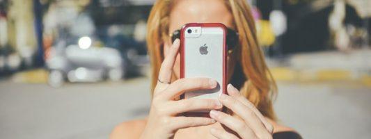 Apple: Ποιο είναι το «πακέτο» των νέων αλλαγών που αναμένεται να… «τσαντίσουν» το Facebook