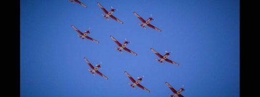 Athens Flying Week: Γιατί «γέμισε» ο αθηναϊκός ουρανός με αεροπλάνα