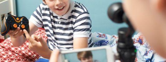Έρευνα δείχνει ότι τα περισσότερα παιδιά υπερβαίνουν τον συνιστώμενο χρόνο έκθεσης σε ψηφιακές οθόνες