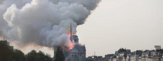 Ρεκόρ… tweets για την πυρκαγιά στην Παναγία των Παρισίων το 2019