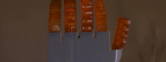 Δημιουργήθηκε ρομπότ που «ιδρώνει» και αποβάλλει θερμότητα – Έλληνας μεταξύ των ερευνητών