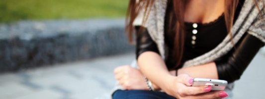 Η μάστιγα της πορνογραφίας και του εκβιασμού ανηλίκων μέσω διαδικτύου – Πώς δρουν τα «αρπακτικά»
