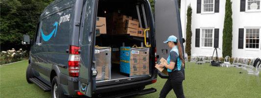 Τόσες χιλιάδες υπαλλήλους προσέλαβε η Amazon για να ανταποκριθεί στη ζήτηση