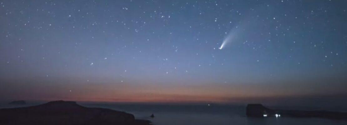 """Κομήτης περνάει πάνω τον ονειρεμένο Μπάλο Χανίων και τον """"πιάνει"""" ο φακός"""