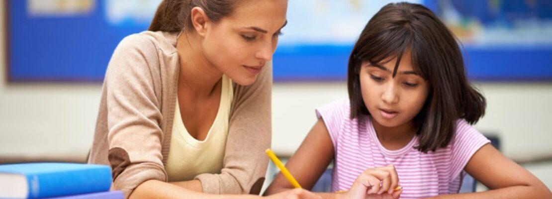 Έρευνα: Το γράψιμο με το χέρι (και όχι με το πληκτρολόγιο) κάνει τα παιδιά εξυπνότερα