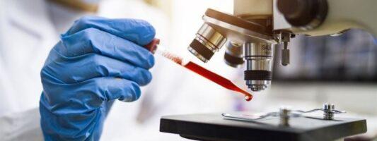 Δίλημμα των επιστημόνων για την περίοδο απομόνωσης των ασθενών με Covid-19