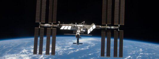 Επέστρεψε στη Γη η διαστημική κάψουλα της SpaceX με αστροναύτες από τον Διεθνή Διαστημικό Σταθμό