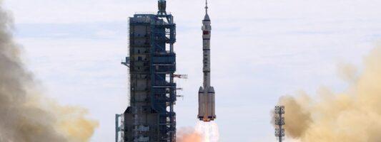 Κίνα: Απογειώθηκε το επανδρωμένο διαστημόπλοιο Shenzhou-12